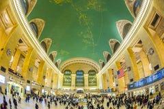 Манхаттан 15-ое декабря 2011 - люди идя в ЦЕНТРАЛЬНУЮ СТАНЦИЮ GRAN Стоковое Изображение RF