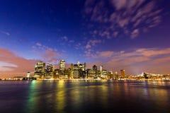 Манхаттан увиденное от парка Бруклинского моста, Нью-Йорка, США Стоковые Изображения