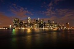 Манхаттан увиденное от парка Бруклинского моста, Нью-Йорка, США Стоковое Фото
