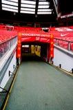 МАНЧЕСТЕР, АНГЛИЯ - 17-ОЕ ФЕВРАЛЯ: Проложите тоннель в старом стадионе Trafford 17-ого февраля 2014 в Манчестере, Англии Стоковое Изображение