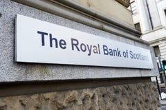 Манчестер, Великобритания - 10-ое мая 2017: Знак вне королевского банка здания Шотландии в Манчестере Стоковое фото RF