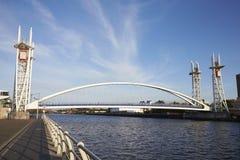 Манчестер, Великобритания - 4-ое мая 2017: Мост подъема набережных Salford в Манчестере Стоковые Фото