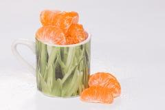 Мандарин в зеленой чашке. Стоковая Фотография
