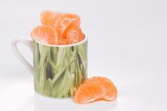 Мандарин в зеленой чашке. Стоковое фото RF