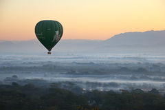 Мандалай - 4-ое февраля: летите воздушный шар 4-ое февраля 2014 Стоковое Фото