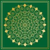 Мандала золота круглая на зеленой предпосылке с флористическим орнаментом Стоковое фото RF
