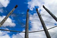 Маорийский высекать и небо Стоковые Изображения RF