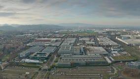 МАРАНЕЛЛО, ИТАЛИЯ - 24-ОЕ ДЕКАБРЯ 2018 Фабрика автомобиля Феррари, вид с воздуха видеоматериал