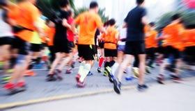 Марафон, который побежали на дороге города Стоковая Фотография