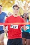 Марафон мужского бегуна выигрывая стоковые изображения