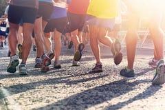 Марафон людей идущий Стоковая Фотография RF