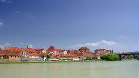 Марибор, Словения с портовым районом реки Дравы одолжил на солнечный день, промежуток времени видеоматериал