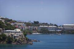 Марина горного склона в StThomas с красочными зданиями Стоковое фото RF