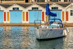 Марина города Веллингтона с шлюпками и яхтами, Новой Зеландией стоковая фотография rf