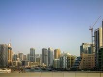 Марина Дубай, зона достопримечательности с магазинами, рестораны и жилые небоскребы в Дубай, Объениненных Арабских Эмиратах стоковое изображение rf