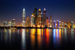 Марина Дубай, ОАЭ на сумраке как увидено от ладони Jumeirah Стоковое фото RF