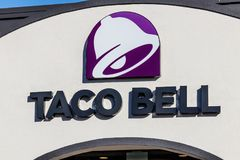 Марион - около январь 2018: Положение фаст-фуда розницы Taco Bell Taco Bell дочерняя компания Yum! Бренды Стоковое фото RF