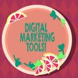 Маркетинговые инструменты цифров текста почерка Концепция знача каналы или платформы используют в рекламировать вырезы продукта о иллюстрация вектора