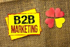 Маркетинг текста B2B сочинительства слова Концепция дела для дела к коммерции торговых операций дела написанной на липком примеча Стоковое Фото