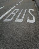 Маркировка дороги знака полосы для движения автобусов Стоковая Фотография RF