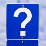 маркируйте дорожный знак вопроса стоковые фотографии rf