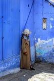 Марокко, Chefchaouen - 20-ое сентября: Женщина в национальном костюме o Стоковая Фотография