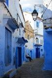 Марокко, Chefchaouen, улица старого городка medina Стоковые Изображения RF