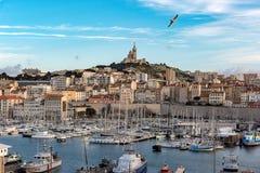 Марсель с Ла Garde Нотр-Дам de стоковое изображение rf