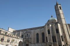 Марты Ascoli Piceno, Италия, Аркада del Popolo на утре стоковая фотография