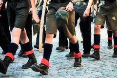 Маршировать разведчиков мальчика стоковая фотография rf