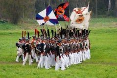 Маршируя русские солдаты армии на Бородино сражают исторический reenactment в России Стоковое Изображение