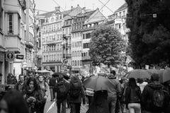 Марш большой улицы толпы французской политический во время французской нации Стоковая Фотография RF