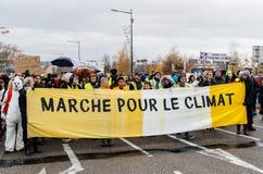 Марш льет демонстрацию протеста в марше Le Climat на французском stre стоковые фото