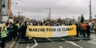 Марш льет демонстрацию протеста в марше Le Climat на французском stre стоковые фотографии rf