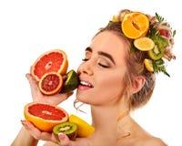Маска волос и ухода за лицом от свежих фруктов для концепции женщины Стоковые Изображения RF
