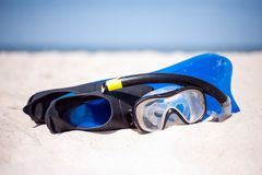 Маска для нырять на солнечном пляже стоковые изображения rf