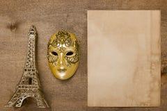 Маска золота театральная и Эйфелева башня Стоковая Фотография
