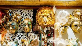 маска масленицы venetian Покупки улицы Известный сувенир итальянский рынок Италия Венеция стоковая фотография