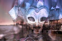 маска на лагуне Венеции стоковое фото rf