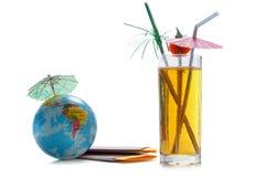 Маска подныривания, пасспорты, билеты, глобус как концепция каникул Подготовка путешествием лета Праздники планирования, проверяя стоковая фотография