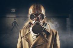 маска человека газа стоковая фотография