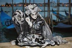 Маска Carneval в Венеции - венецианском костюме Стоковое Фото