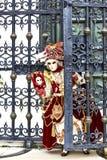 маска venetian изолированная масленицей белизна venice маски Италии Масленица Венеция 2017 портрет женщины Costumed на венецианск Стоковые Изображения RF