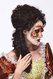 маска venetian Красивая женщина в винтажном платье и маска на высокой Стоковое Фото