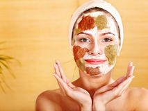 маски глины лицевые домодельные естественные стоковые фото