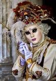 Масленица 2017 Венеции venetian черного costume масленицы красное маска масленицы venetian Италия venice Стоковая Фотография RF