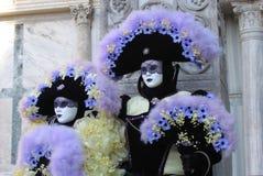 масленица костюмирует маски venice Италии пар Стоковое Изображение RF