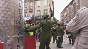 Масленица Limoux Дефиле участников в масках сток-видео