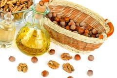 Масло грецкого ореха и фундука, гайки изолированной на белизне Стоковое Изображение