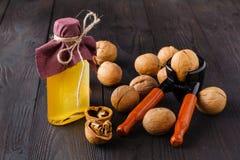Масло грецкого ореха на темной предпосылке Стоковые Изображения